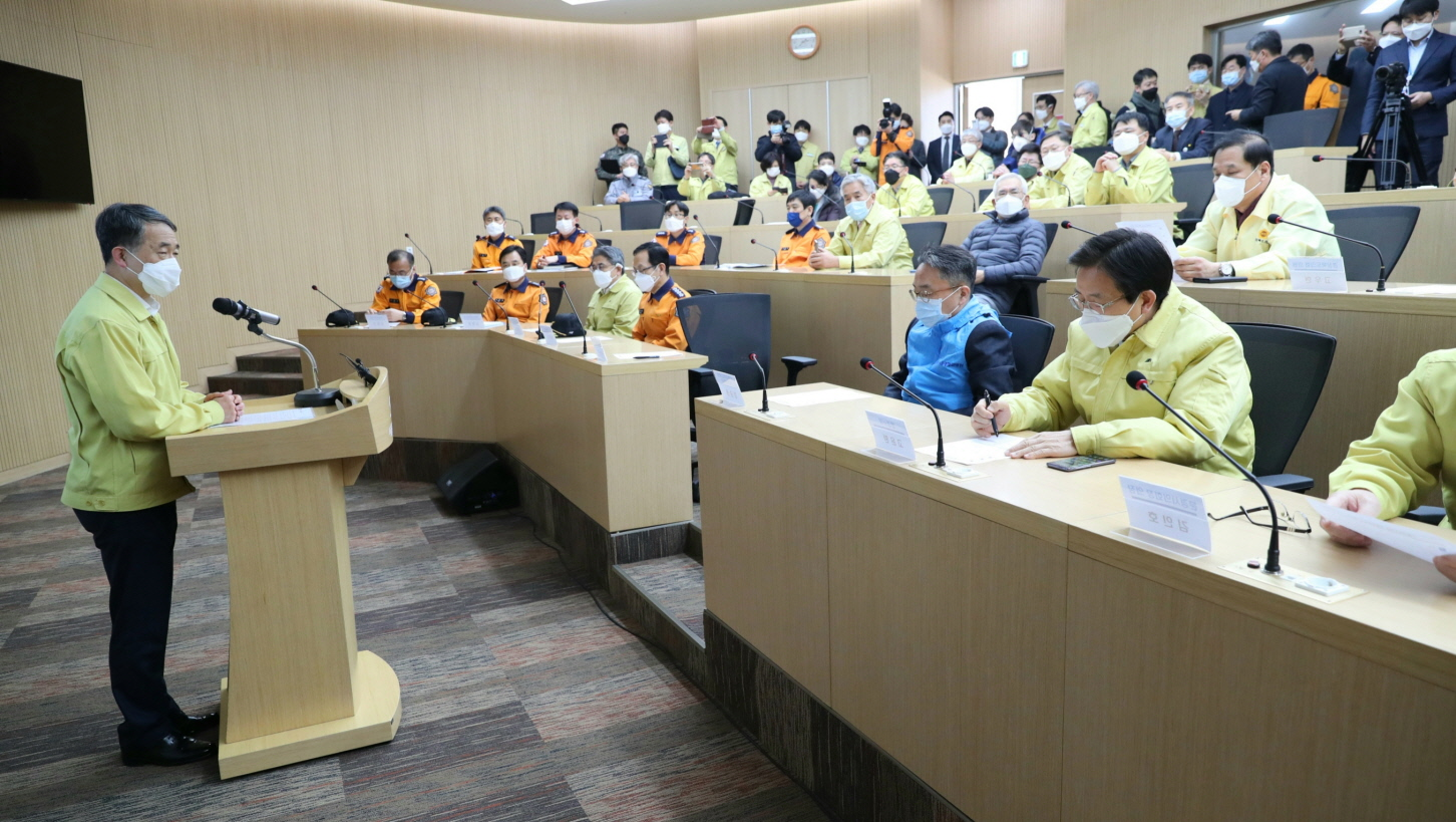 Park Neung-hoo, Vice Head 1 of the Central Disaster and Safety Countermeasures Headquarters, Attends the Opening Ceremony of the Gyeongbuk Daegu 3 Community Treatment Center (Mun-gyeong Seoul National University Hospital Training Center)3