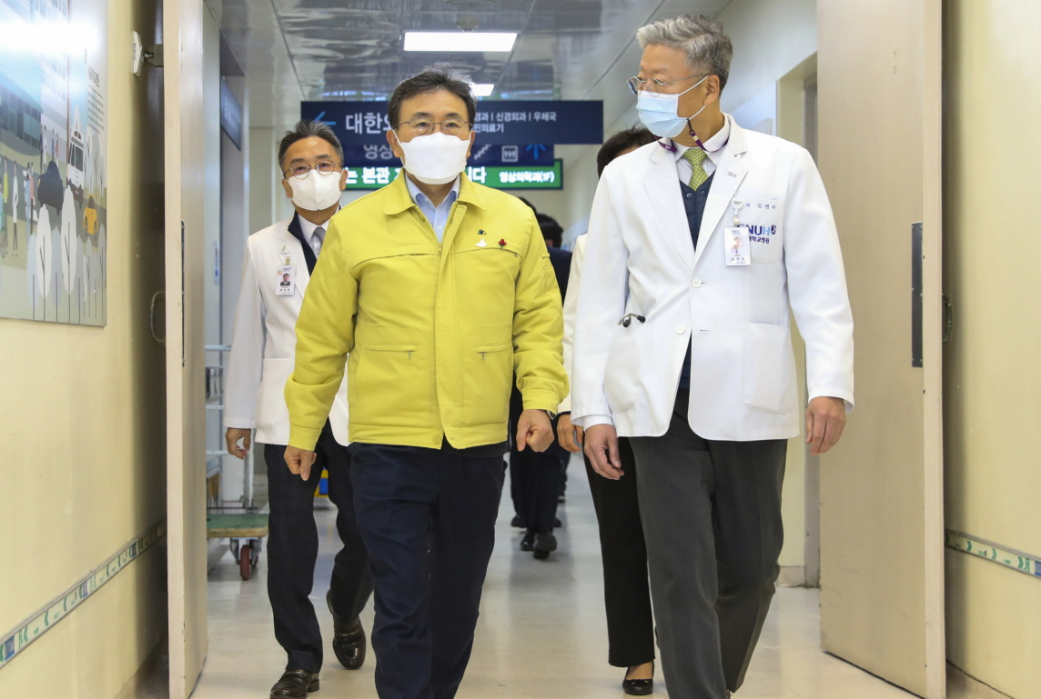 Health Minister and Major Hospitals Discuss Cooperation Amidst Pandemic2