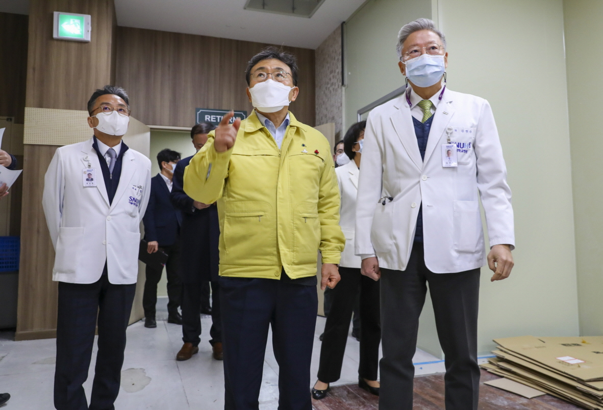 Health Minister and Major Hospitals Discuss Cooperation Amidst Pandemic3