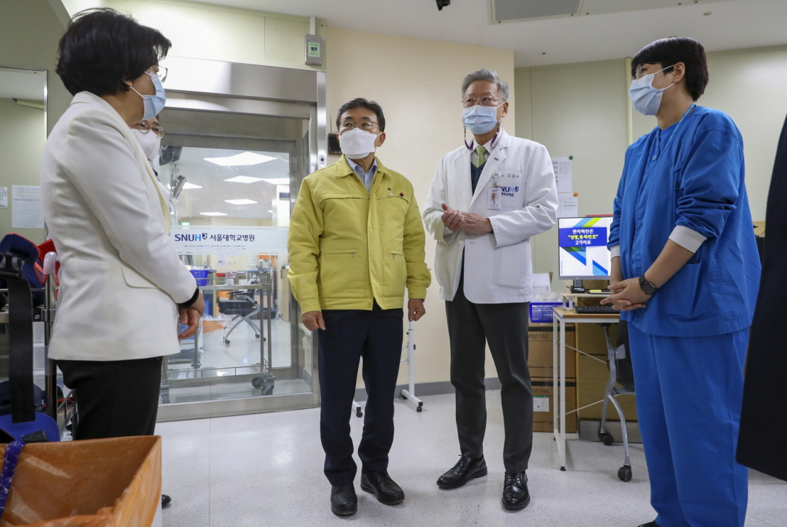 Health Minister and Major Hospitals Discuss Cooperation Amidst Pandemic12