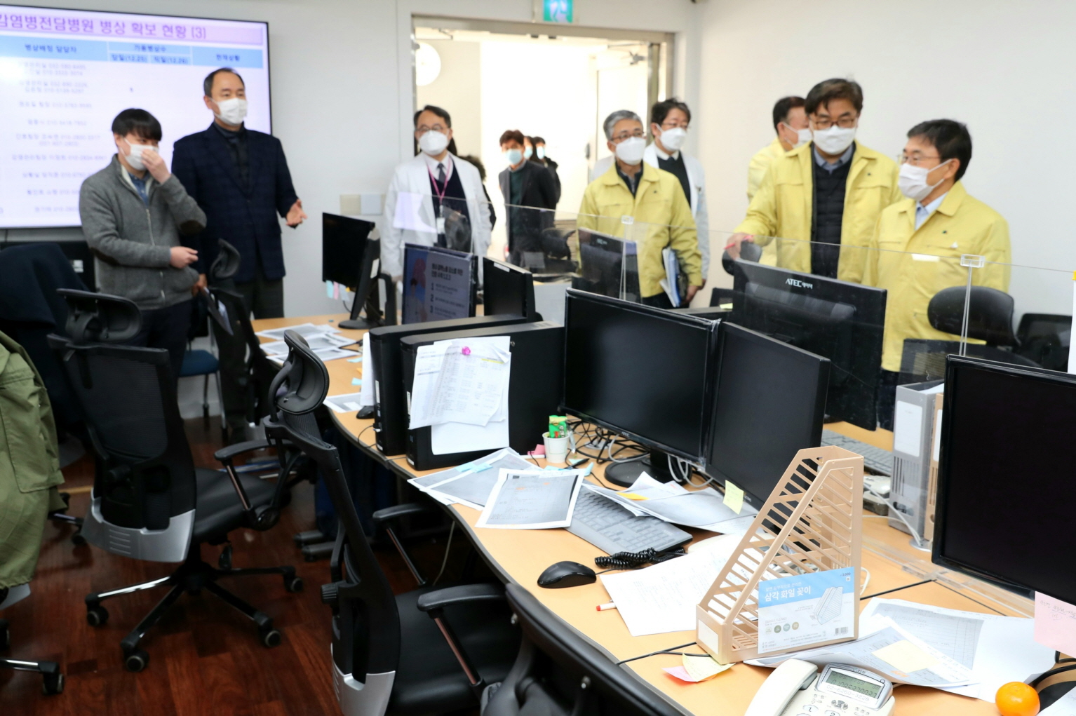 Minister Kwon Visits Joint Situation Room in Seoul Area10