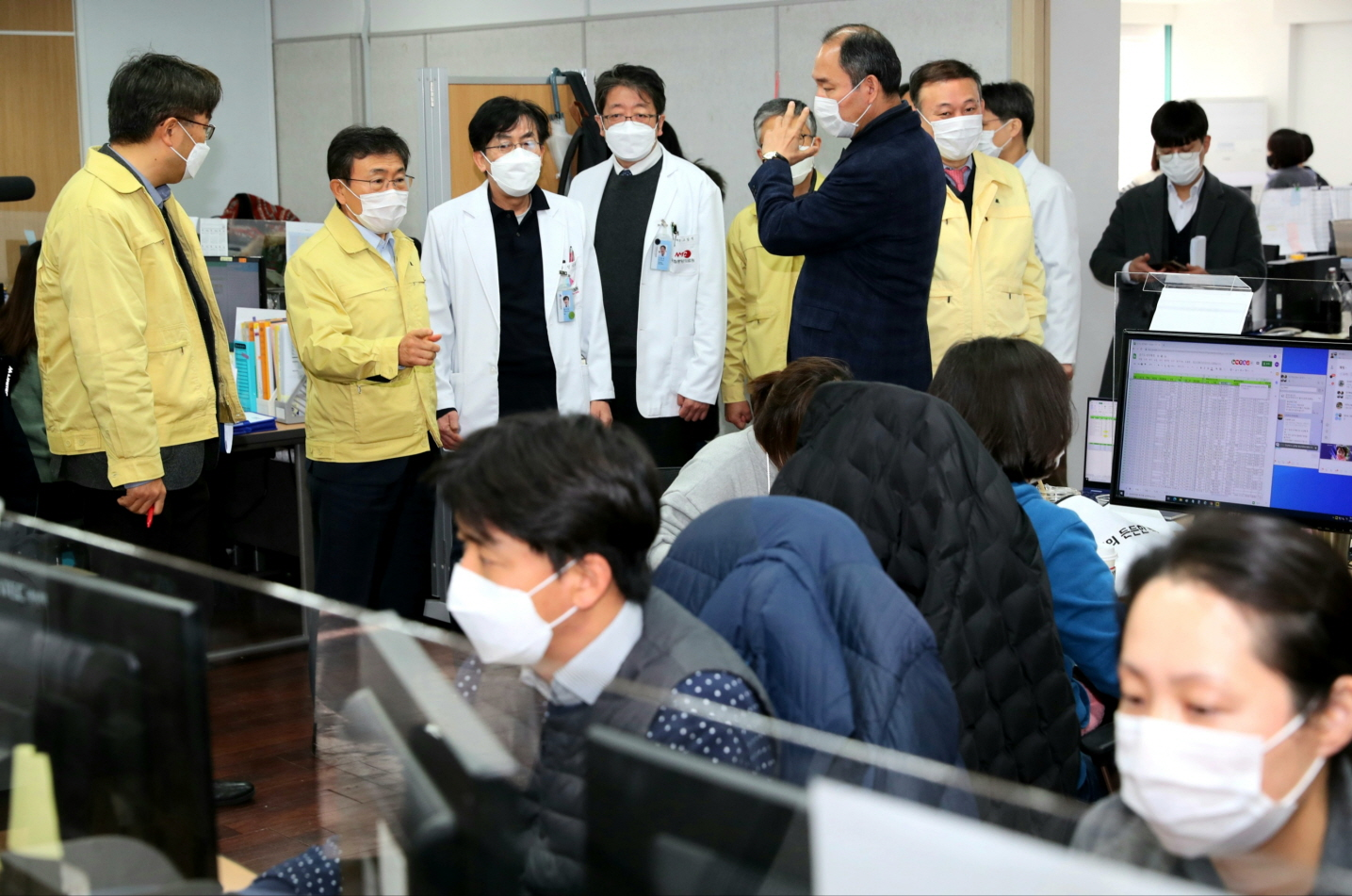 Minister Kwon Visits Joint Situation Room in Seoul Area11
